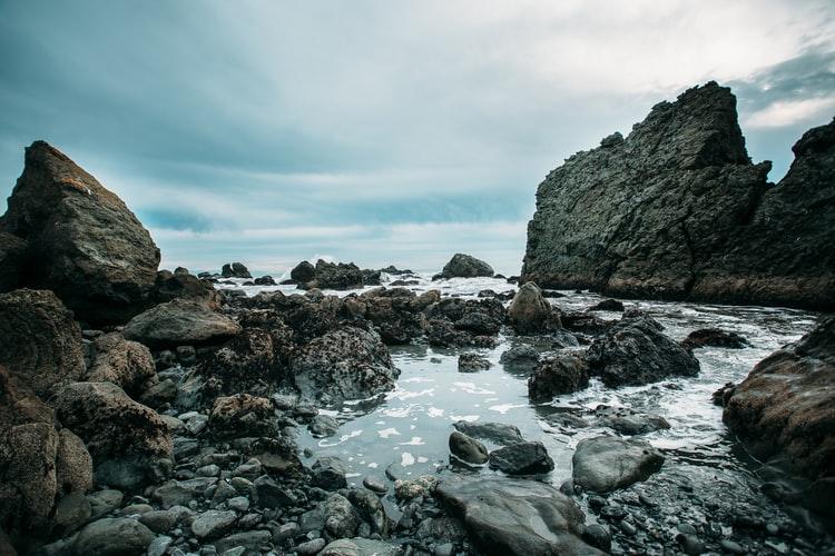 this picture shows the muir beach, california beach hikes